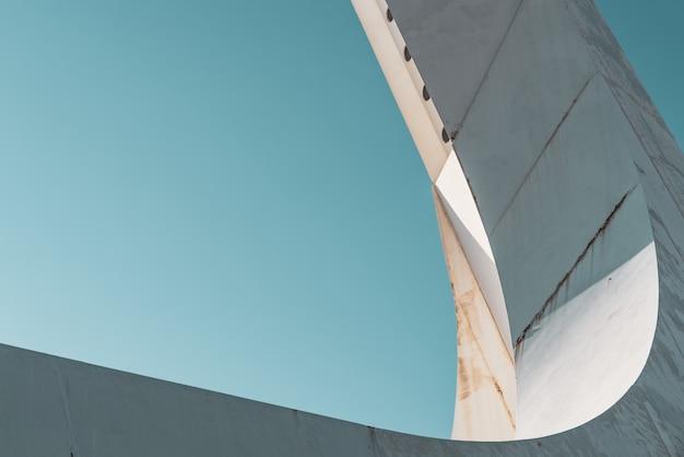 Detal konstrukcji stalowej podstawy wieży komunikacyjnej
