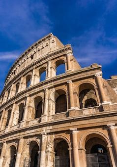 Detal ze starożytnego koloseum w rzymie, włochy