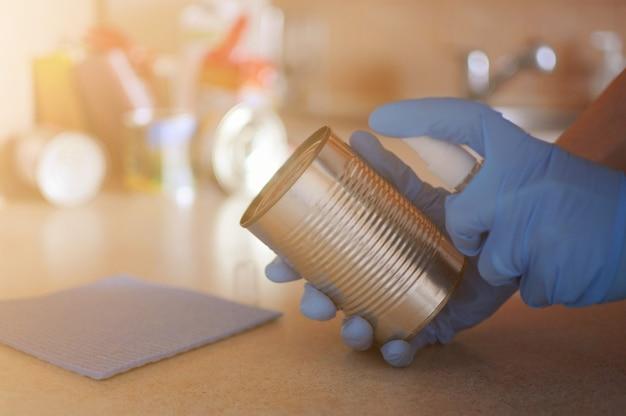 Dezynfekcja zapobiega chorobom po otrzymaniu produktów w domu ze sklepu.