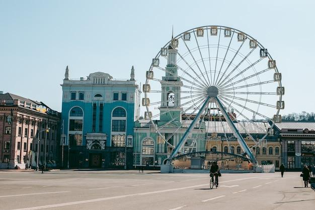 Diabelski młyn w centrum kijowa z panoramicznym widokiem