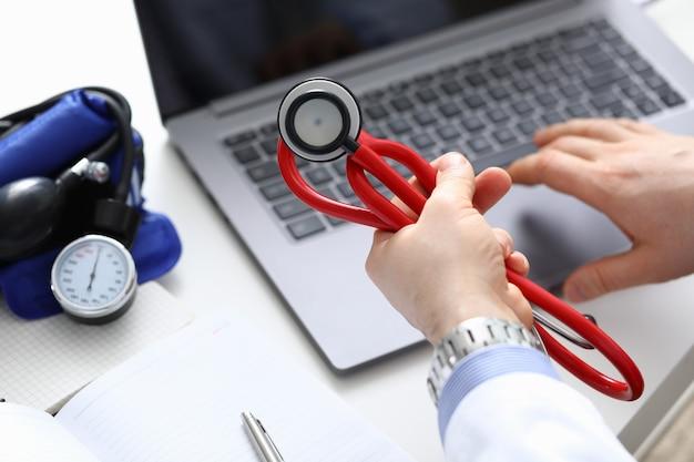 Diagnozowanie stanu człowieka na podstawie ciśnienia tętniczego