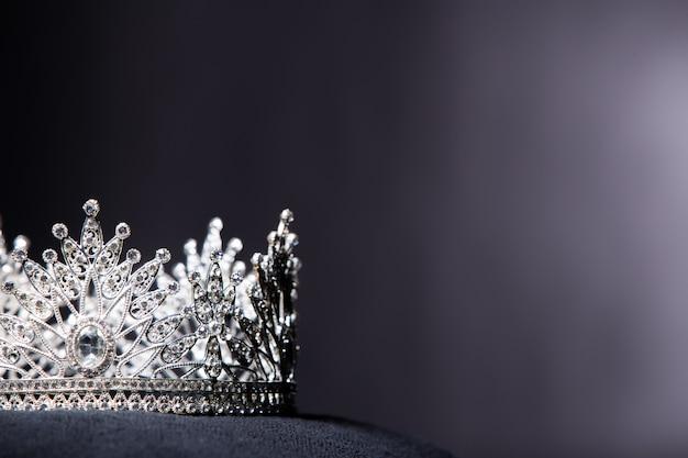 Diamentowa srebrna korona dla konkursu piękności miss