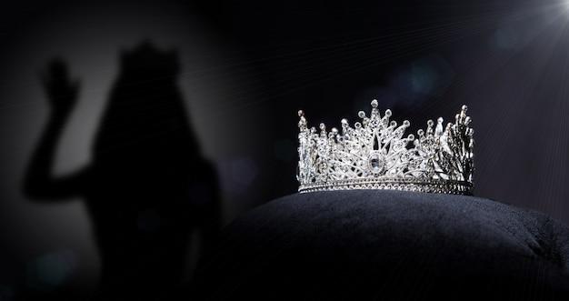 Diamentowa srebrna korona na konkurs piękności miss korowód,