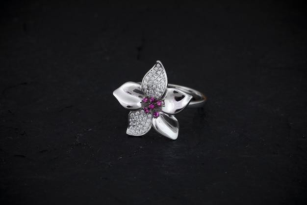 Diamentowy pierścionek