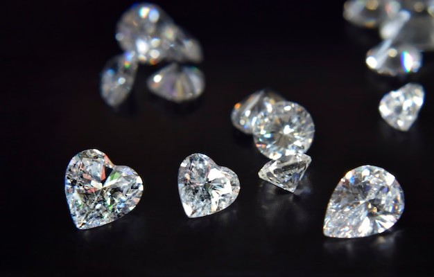 Diamenty są cenne, drogie i rzadkie. do robienia biżuterii