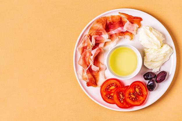 Dieta ketogeniczna, koncepcja zdrowego posiłku, widok z góry, miejsce na kopię.