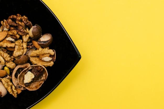 Dieta ketogeniczna płasko leżąca mieszanka orzecha włoskiegopistachiospecanalmond