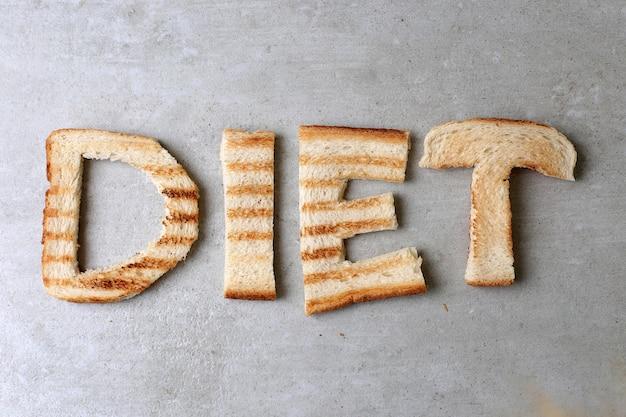 Dieta słowo wykonane z grzankami