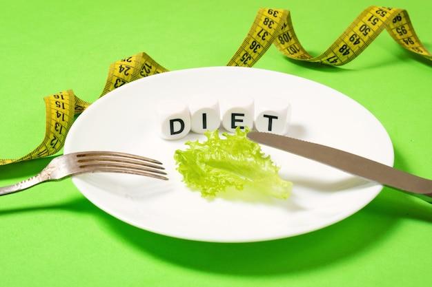 Dieta, ważenie strat, zdrowe odżywianie, koncepcja fitness.