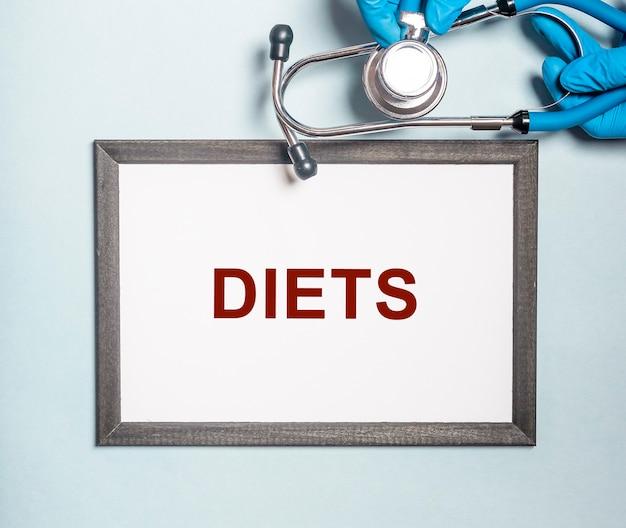 Diety słowo w rękach lekarza, koncepcja diety.