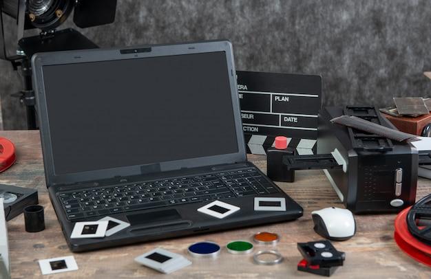 Digitalizacja starej zjeżdżalni filmowej 35 mm z laptopem