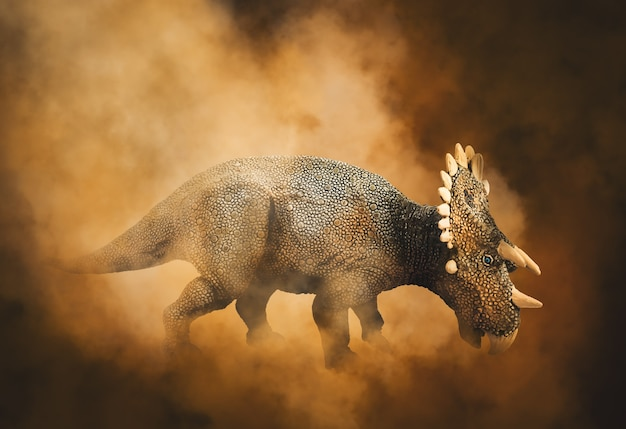 Dinozaur regaliceratops na tle dymu