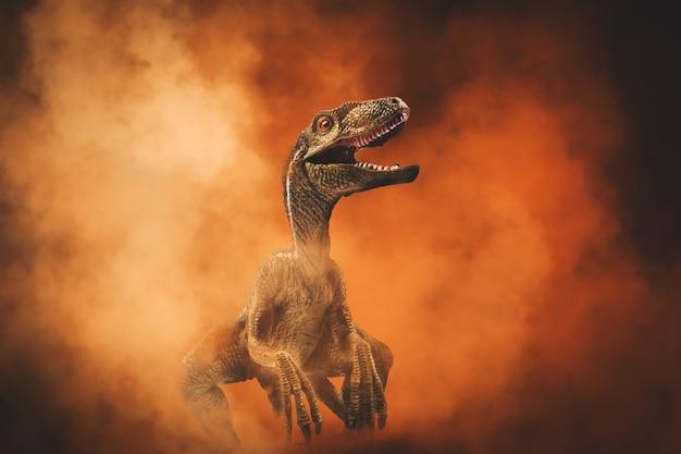 Dinozaur, velociraptor na tle dymu