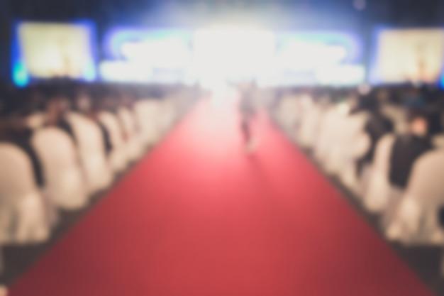 Disfocus czerwonego dywanu w twórczości ceremonii rozdania nagród.