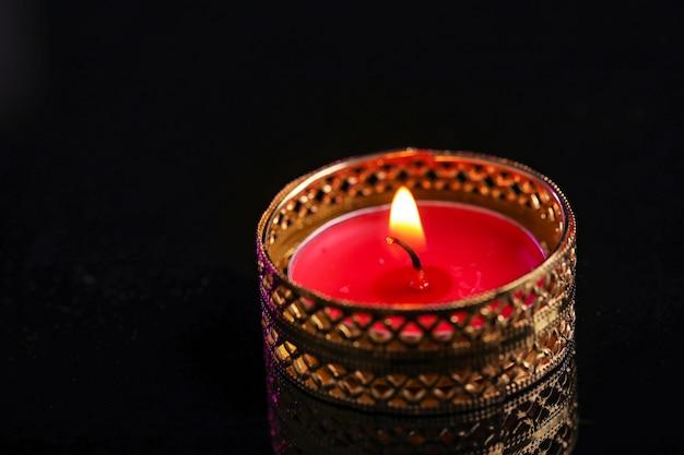 Diya lub lampa naftowa na czarno