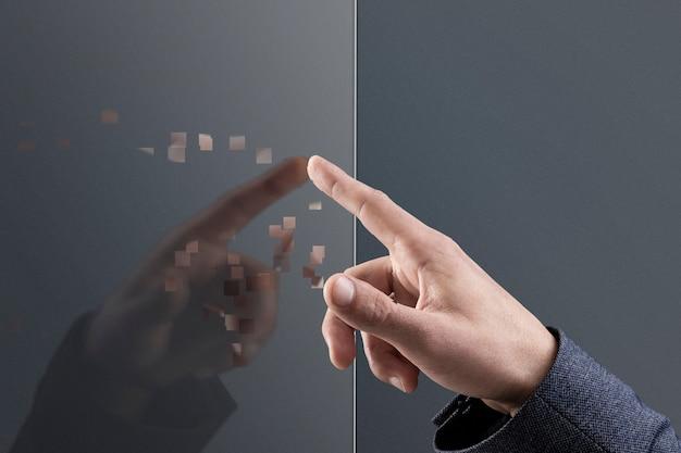 Dłoń dotykająca niewidzialnego ekranu w stylu dyspersji pikseli
