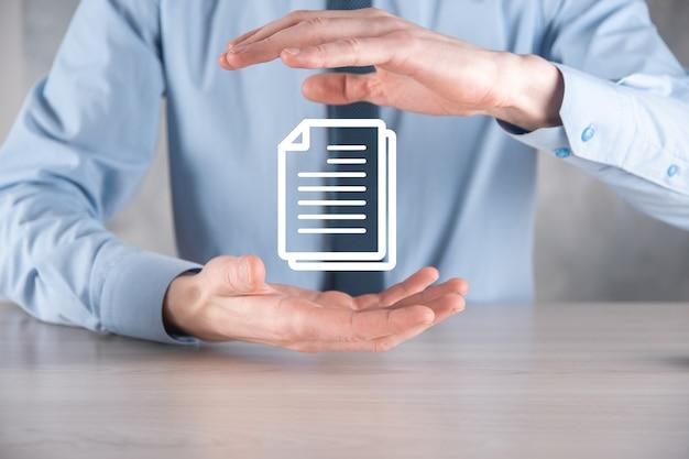 Dłoń trzymająca ikonę dokumentu w ręku system danych zarządzania dokumentami business internet technology concept. firmowy system zarządzania danymi dms.
