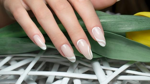 Dłonie do zdobienia paznokci