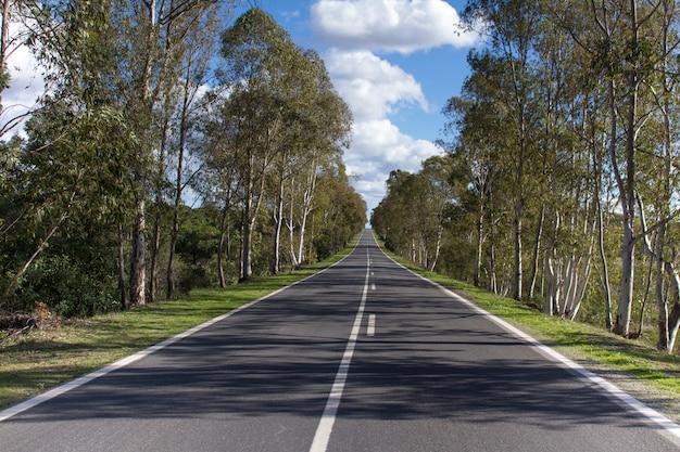 Długa droga asfaltowa