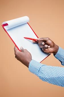 Długopis gospodarstwa męskiej dłoni