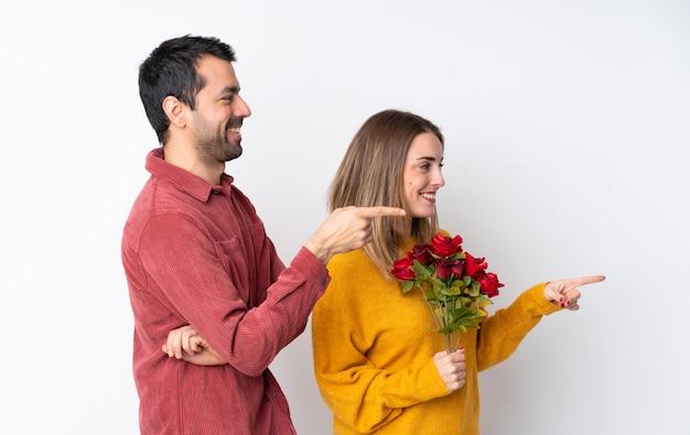 Dobiera się w walentynki mienia kwiatach nad odosobnionym ściennym palcem wskazującym z boku w bocznej pozycji