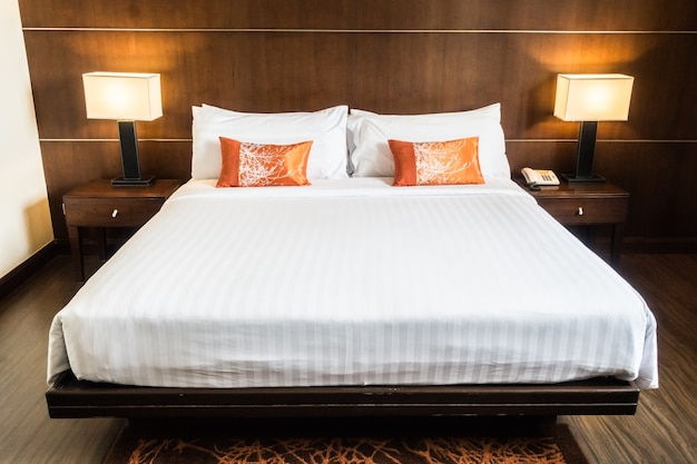 Doble łóżko z dwoma nocnym