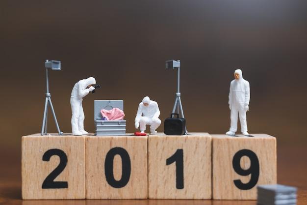 Dochodzenie w sprawie miejsca zbrodni na drewnianym bloku numer 2019