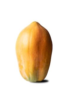 Dojrzała papaja ma kolor pomarańczowy na białym tle ze ścieżką przycinającą.