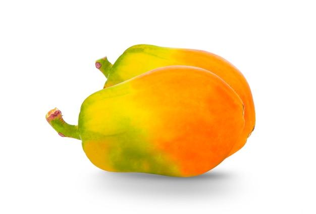 Dojrzała papaja na białym tle