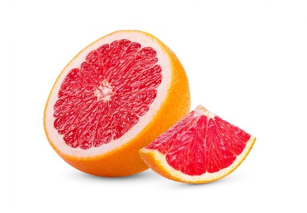 Dojrzała połówka różowy grejpfrutowy cytrus owoc mockup na białym tle. pełna głębia ostrości