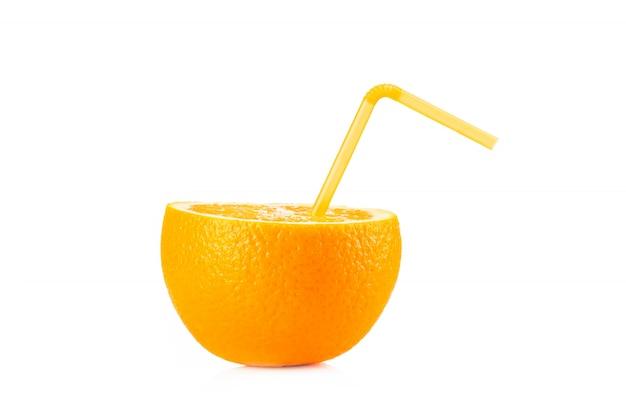 Dojrzała pomarańcza na białym tle