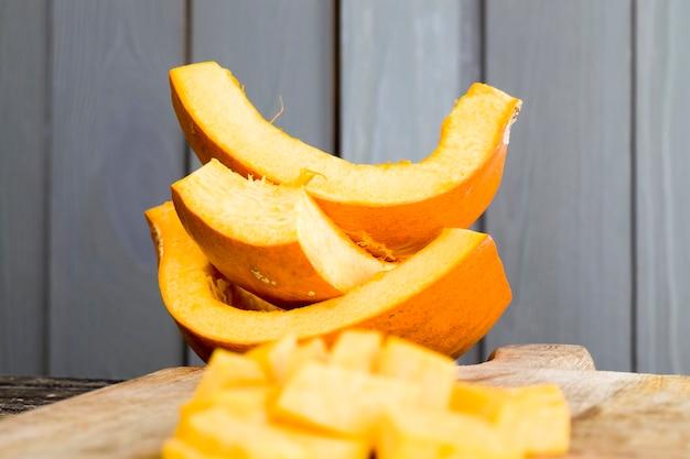 Dojrzała pomarańczowa dynia