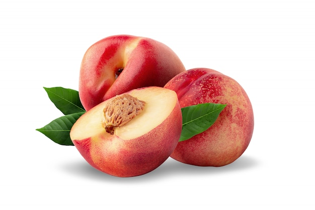 Dojrzała świeża nektaryny owoc odizolowywająca na białym tle.