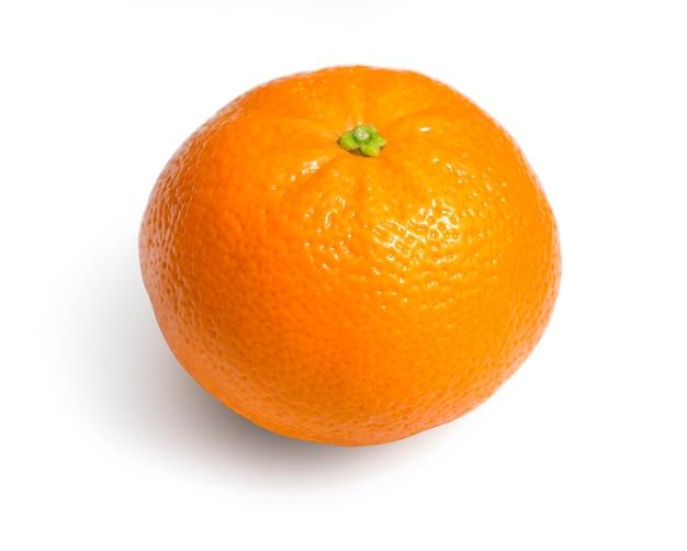 Dojrzałe cytrusy mandarynka na białym tle
