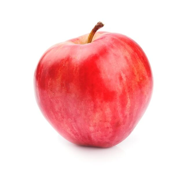 Dojrzałe jabłko z bliska na białym tle