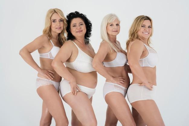 Dojrzałe kobiety w bieliźnie czują się pewnie