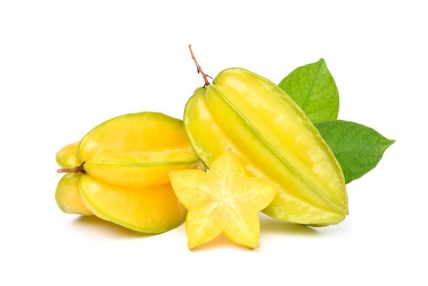 Dojrzałe owoce gwiazdy na białym tle
