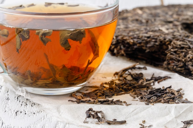Dojrzałe puerowe ciasto herbaciane, herbata z naturalnej porcelany