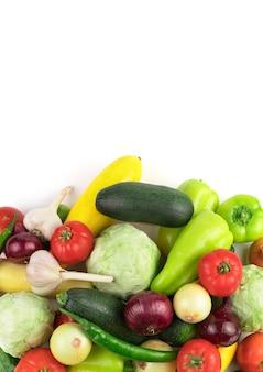 Dojrzałe, świeże warzywa w dużym asortymencie, panorama pionowa. widok z góry. pojęcie produktów naturalnych, prawidłowe odżywianie.