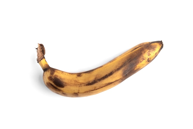 Dojrzały banan na białym tle.