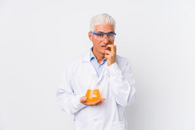 Dojrzały chemik odizolowywał gryzące paznokcie, nerwowy i bardzo niespokojny.