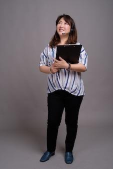 Dojrzały piękny azjatycki bizneswoman