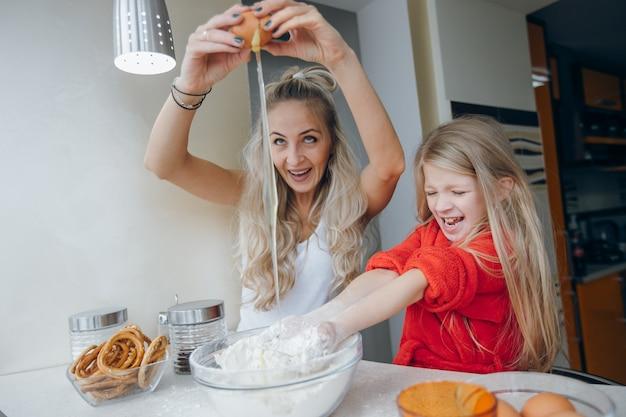 Dokonać gotowanie kuchnia jajko włosy