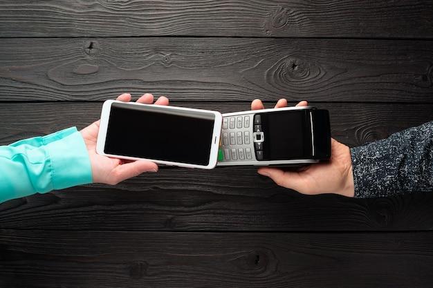 Dokonywanie płatności telefonem i terminalem płatniczym z wykorzystaniem technologii nfc