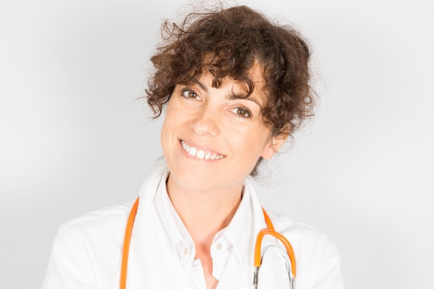 Doktorska uśmiechnięta kobieta