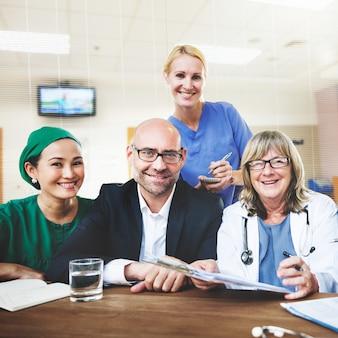 Doktorski drużynowy traktowanie planu dyskusi pojęcie