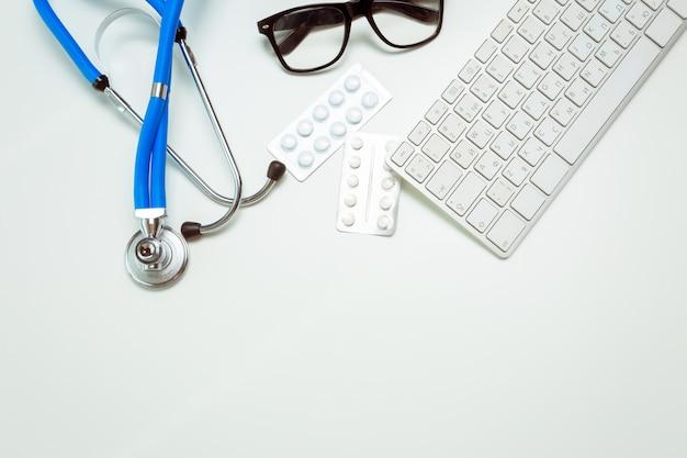 Doktorski miejsce pracy z stetoskopem