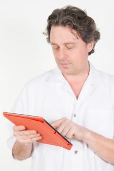 Doktorski naukowiec używa jego pastylkę