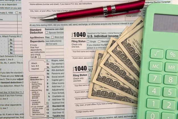 Dokument finansowy, kalkulator pieniędzy księgowych, opodatkowanie, wypełnienie 1040