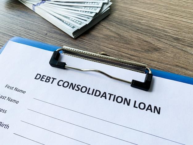 Dokument pożyczki konsolidacji zadłużenia z wykresem w tabeli.